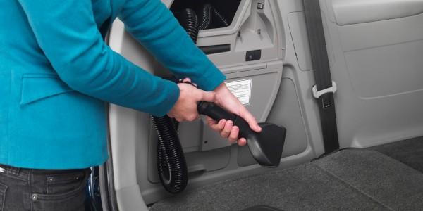 2014-Honda-Odyssey-Touring-Elite-vacuum